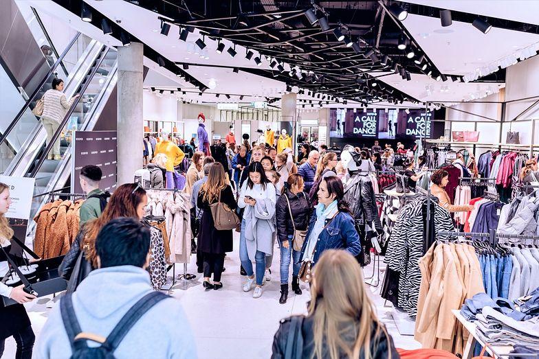 Najbardziej odpowiedzialne marki odzieżowe starają się ograniczać negatywny wpływ na środowisko naturalne.