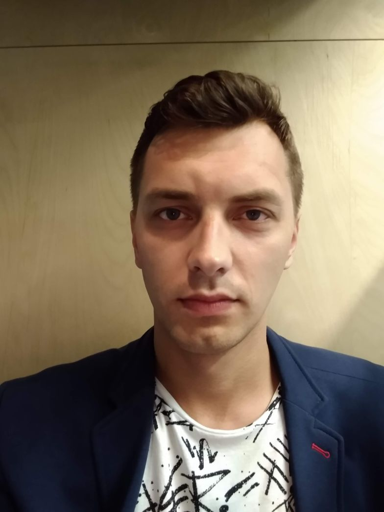 - Wkurza mnie to, że władza wykorzystuje pieniądze do budowania społeczeństwa po swojemu, w którym nie ma miejsca dla osób, które nie chcą zakładać rodzin - mówi Jakub Wątor, menager w korporacji.