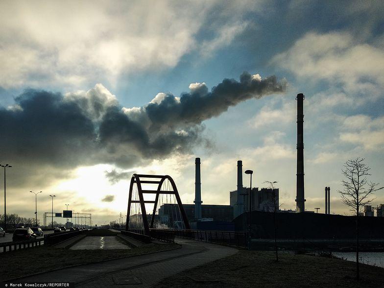 Komisja Europejska chce specjalnym funduszem przekonać Polskę do zielonego ładu