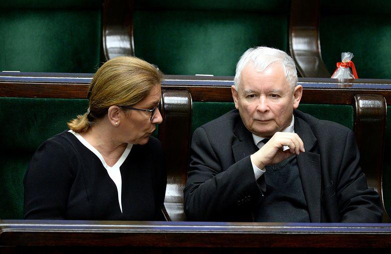 Beata Mazurek i Jarosław Kaczyński w Sejmie.