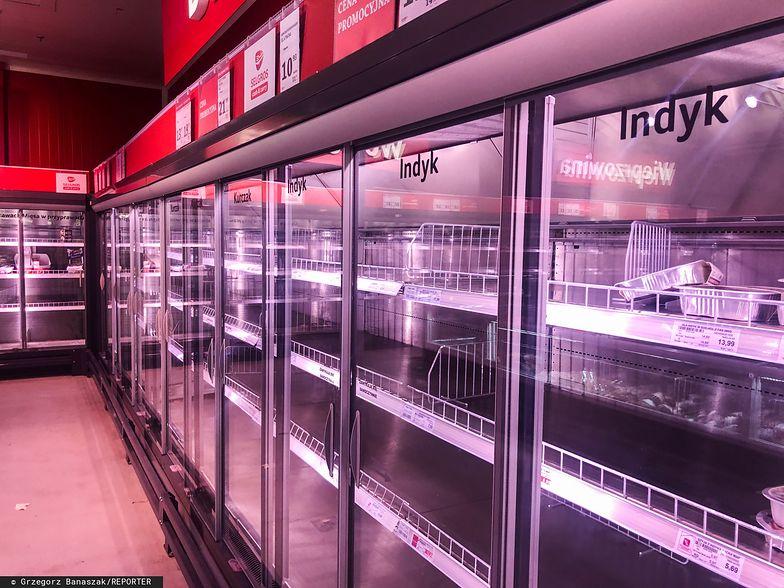 Polacy wykupują żywność i środki antybakteryjne. Koronawirus wpłynął na koszyk zakupowy