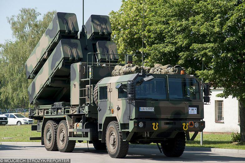 Wyrzutnia norweskich przeciwrakietowych pocisków manewrujących NSM na podwoziu Jelcz P662D.