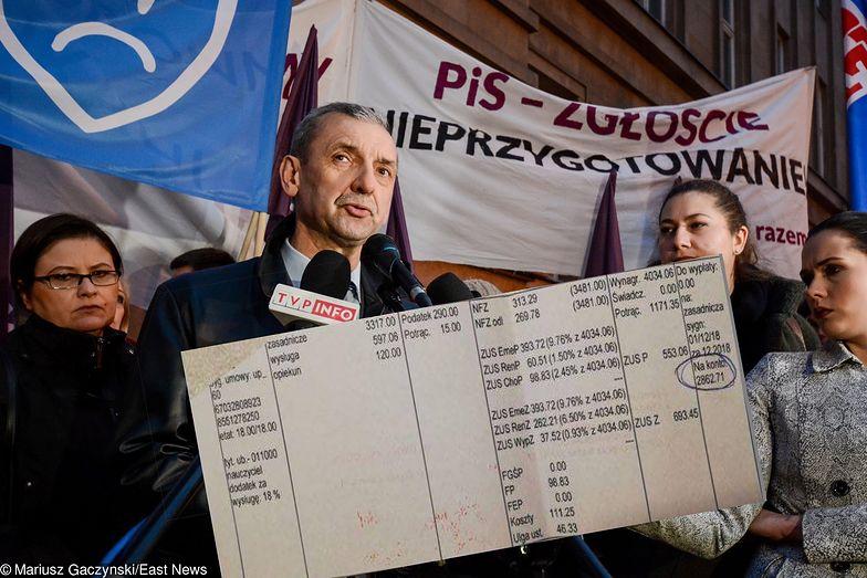 Pasek wynagrodzenia nauczyciela dyplomowanego z 24-letnim stażem. Według MEN taki nauczyciel zarabia 4 tys. zł