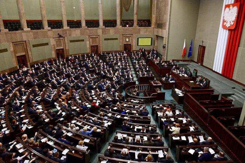 Ceny prądu. Sejm przegłosował nowelizację ustawy, uwzględnił uwagi Brukseli