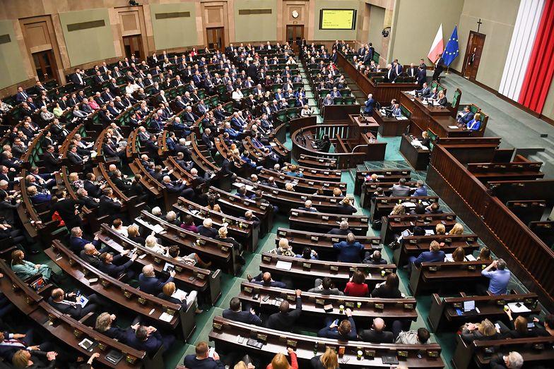 Pracowity polski parlament – tak można powiedzieć, gdy wziąć pod uwagę, jak wiele aktów prawnych rocznie wychodzi z Sejmu