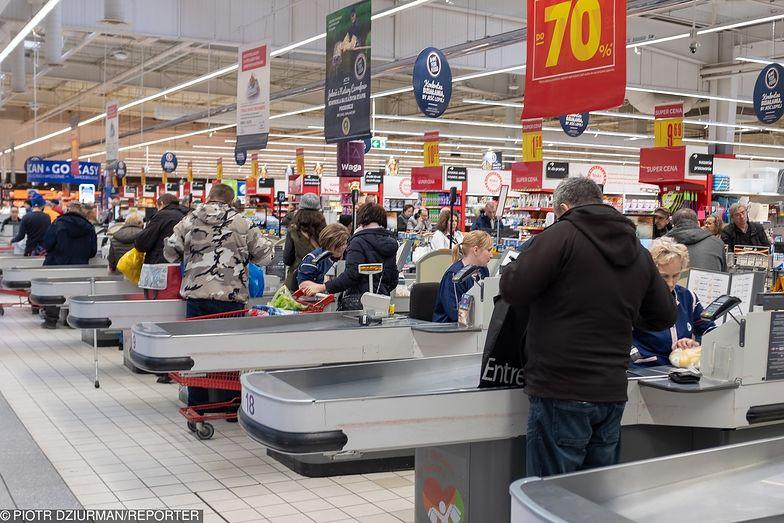 Wszystkich Świętych. Czy w długi weekend sklepy będą otwarte?