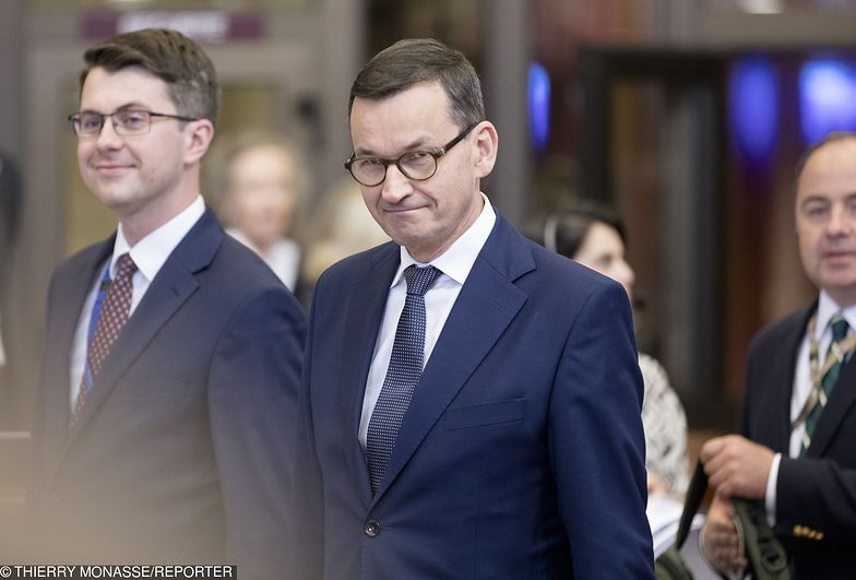 Rzecznik rządu (z lewej) powiedział, że zniesienie limitu 30-krotności składek nie dotknie jednoosobowych firm