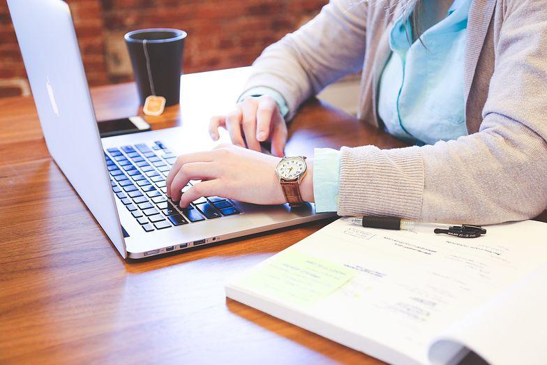 Przed rozpoczęciem e-biznesu przedsiębiorca powinien przeprowadzić analizę rynku