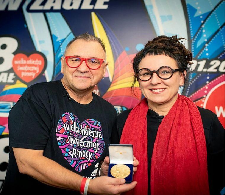 Olga Tokarczuk podarowała na rzecz WOŚP jedną z replik Medalu Noblowskiego