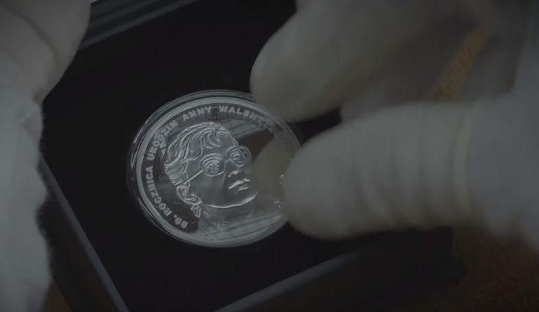 Okolicznościowa moneta o nominale 10 zł z okazji 90. rocznicy urodzin Anny Walentynowicz