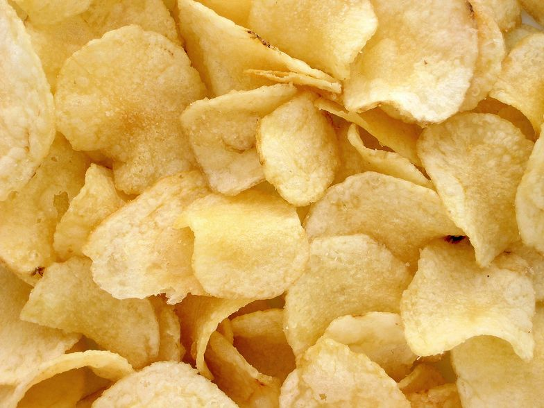 Do produkcji czipsów stosuje się odpowiednie, suche odmiany ziemniaka.
