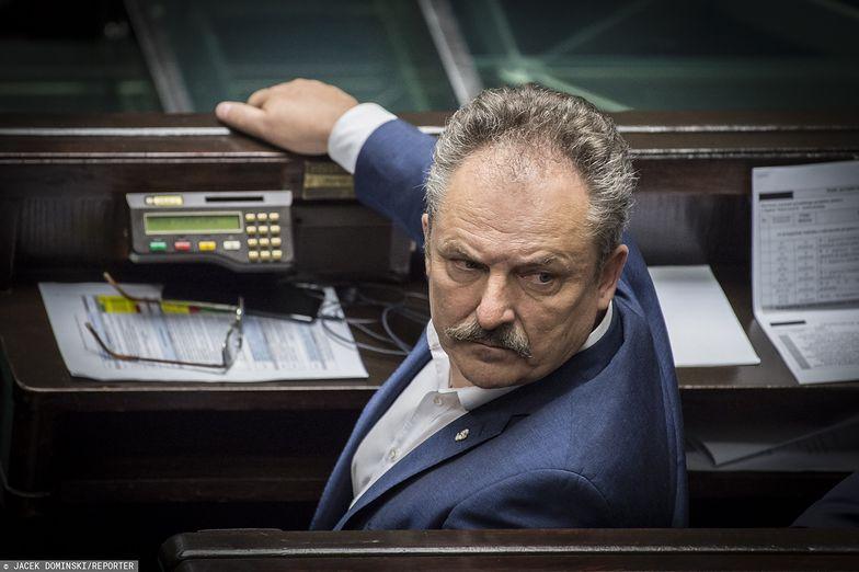 Marek Jakubiak nie zasiądzie w poselskich ławach w nowym Sejmie. Tym samym z Wiejską żegna się najbogatszy poseł poprzedniej kadencji