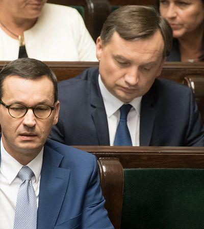 OFE wciąż bez reformy, Polacy będą czekać na zmiany i pieniądze. Przez konflikt koalicjantów