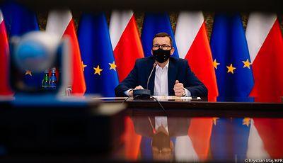 Konstytucja nad prawem unijnym. Morawiecki stanie przed Parlamentem Europejskim