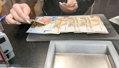 Kursy walut. Euro zatrzymało się na granicy 4,30 zł