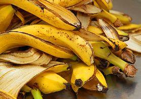 Pielęgnacja kwiatów doniczkowych. Wykorzystaj skórki bananów (WIDEO)
