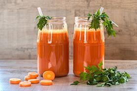 Właściwości soku z marchewki. Niszczy pasożyty i wpływa na urodę