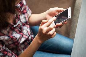 Jak pisanie SMS-ów wpływa na kręgosłup?
