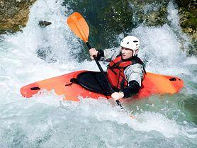 Spływ kajakowy - rodzaje kajaków, co zabrać, dla początkujących, wiosłowanie