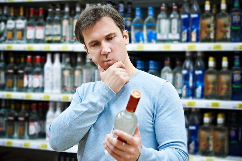 Alkohol szkodzi. Czy wiesz, w jaki sposób?