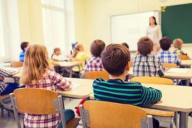 """""""Nie ma to jak prać dzieciom mózgi już w szkole"""". Post na fanpage świeckiej szkoły nie spodobał się użytkownikom"""