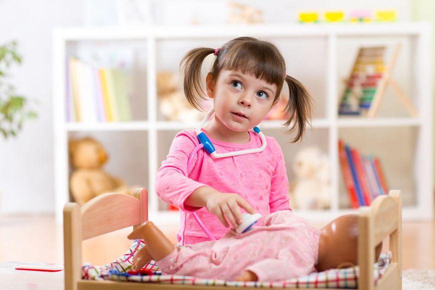 Pomysłem na świąteczny prezent dla dziewczynki będzie interaktywna lalka