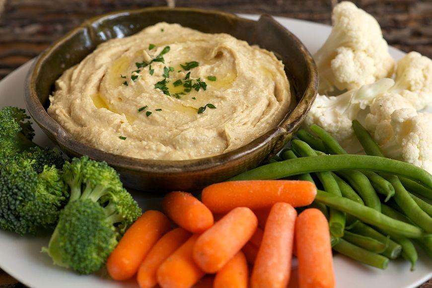 Hummus z warzywami (150-200 kcal)