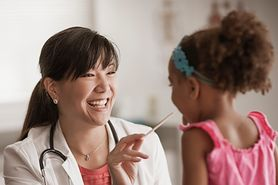 Pediatra - czym się zajmuje i jaki powinien być? Kiedy iść na wizytę?
