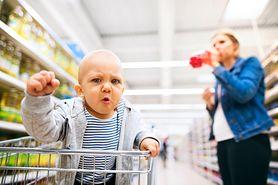 Dzieci w sklepowych wózkach. Czy to bezpieczne i higieniczne?