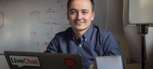 Na czele spółki LiveChat Software, jako prezes, stoi Mariusz Ciepły.