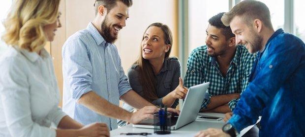 Zmiany w przepisach zmuszą wielu pracowników do założenia własnej firmy.