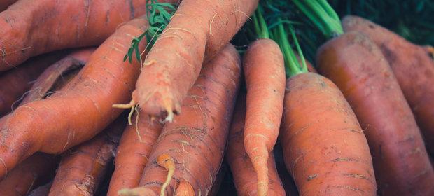 """""""Brzydkie"""" warzywa wcale nie są gorsze. Europejskie dyskonty tak chcą pomóc rolnikom"""