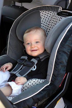 Sprawdź, na co zwrócić uwagę przy wyborze fotelika dla niemowlaka