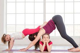 Wspólna gimnastyka rodzica z dzieckiem