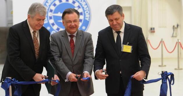 Od lewej: dyrektor Instytutu Lotnictwa Witold Wiśniowski,</br>marszałek woj. mazowieckiego Adam Struzik</br>minister gospodarki Janusz Piechociński,