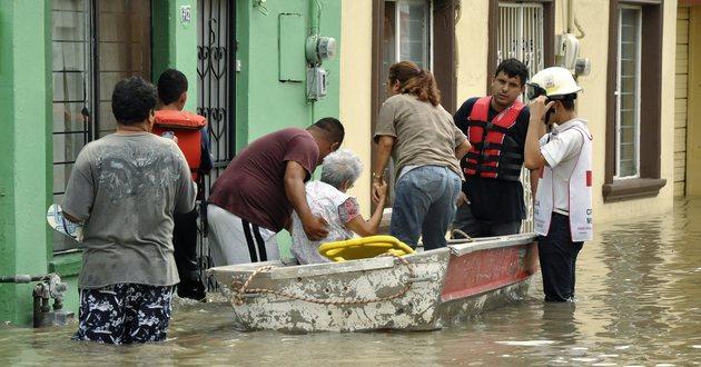 Ewakuacja mieszkańców zalanych terenów w Piedras Negras <br/>