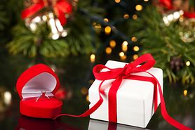Zaręczyny w święta – wybór pierścionka, oryginalne opakowanie, oświadczyny