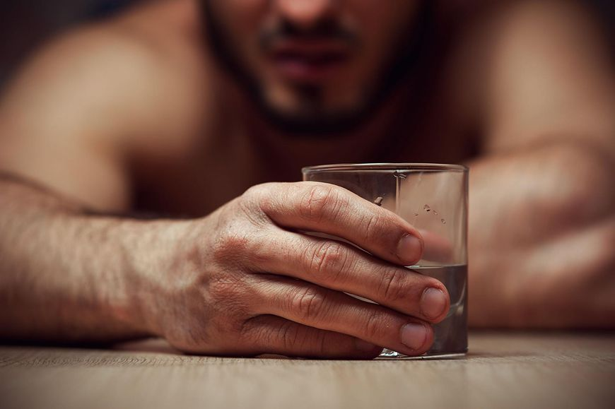 Alkohol źle wpływa na wątrobę [123.rf.com]