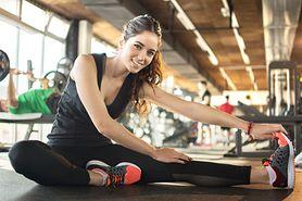 Ćwiczenia na skoliozę – przyczyny skoliozy, rozciąganie, przykładowe ćwiczenia