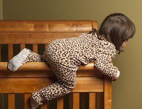 Zobacz, jak zabezpieczyć meble, gdy w domu pojawia się niemowlę