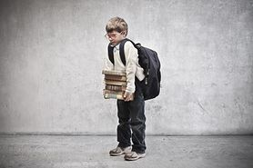 11 kg na plecach - uczniowie dźwigają ciężary