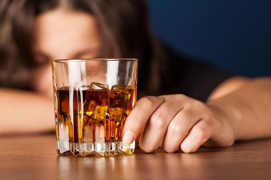 Nadużywanie alkoholu zwiększa ryzyko raka [123rf.com]