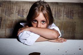 Dziecko boi się obcych