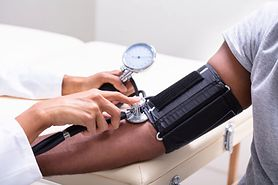 Jak skutecznie obniżyć ciśnienie - domowe sposoby i leki na ciśnienie