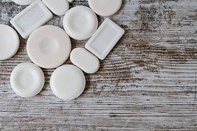 Mydło potasowe – skład, właściwości i zastosowanie szarego mydła