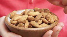 Sprawdź, co się stanie, jeśli będziesz jeść 4 migdały dziennie (WIDEO)