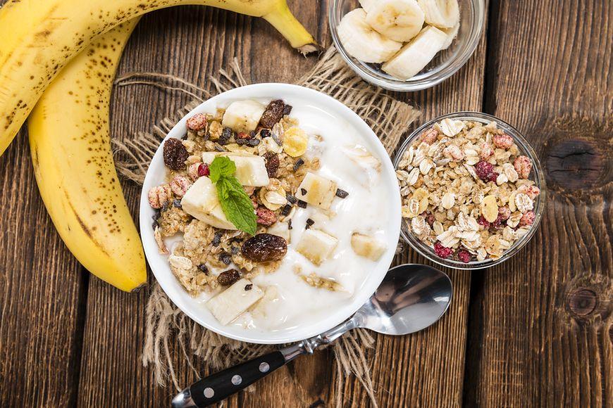 Dlaczego warto jeść tylko jogurty naturalne?