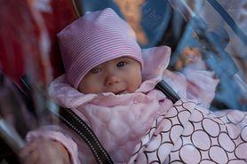 Spacer z noworodkiem