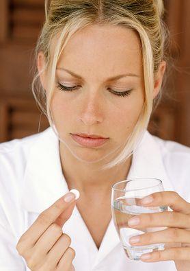 """Tabletki """"dzień po"""" - antykoncepcja bez recepty, antykoncepcja awaryjna a tabletki poronne"""