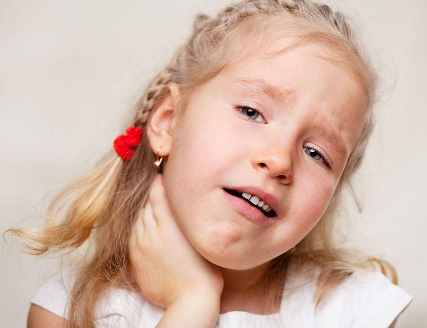 Ból gardła u dziecka warto leczyć domowymi sposobami